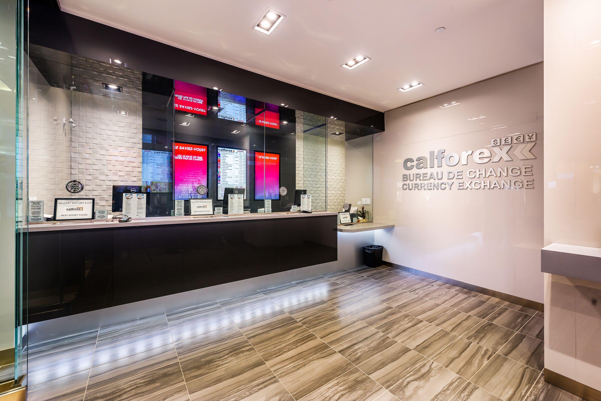 Calforex Exchange, CF Carrefour Laval – Photo 4